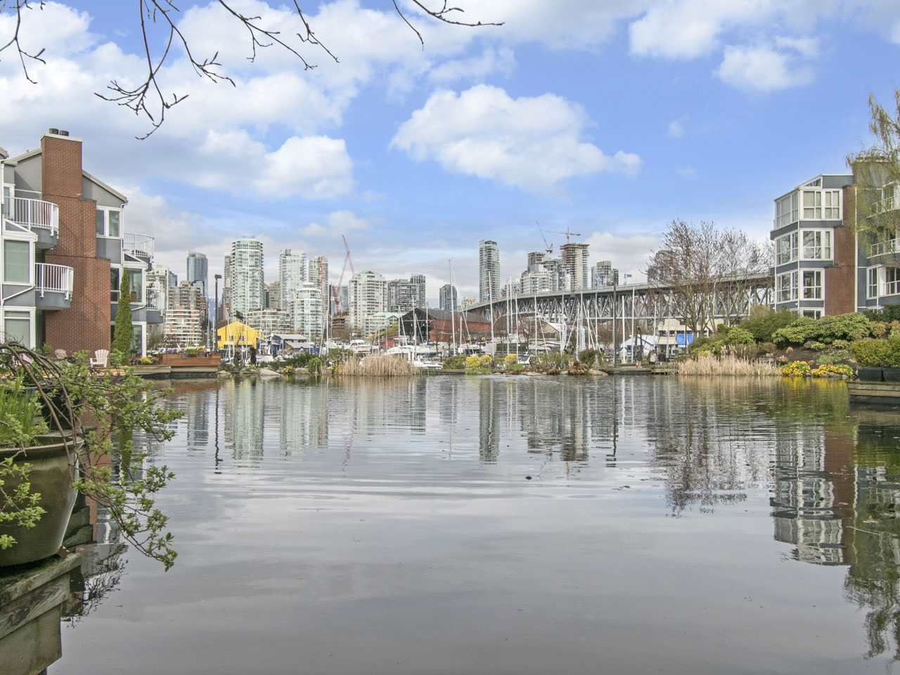 "Main Photo: 1585 MARINER Walk in Vancouver: False Creek Townhouse for sale in ""LAGOONS"" (Vancouver West)  : MLS(r) # R2158122"