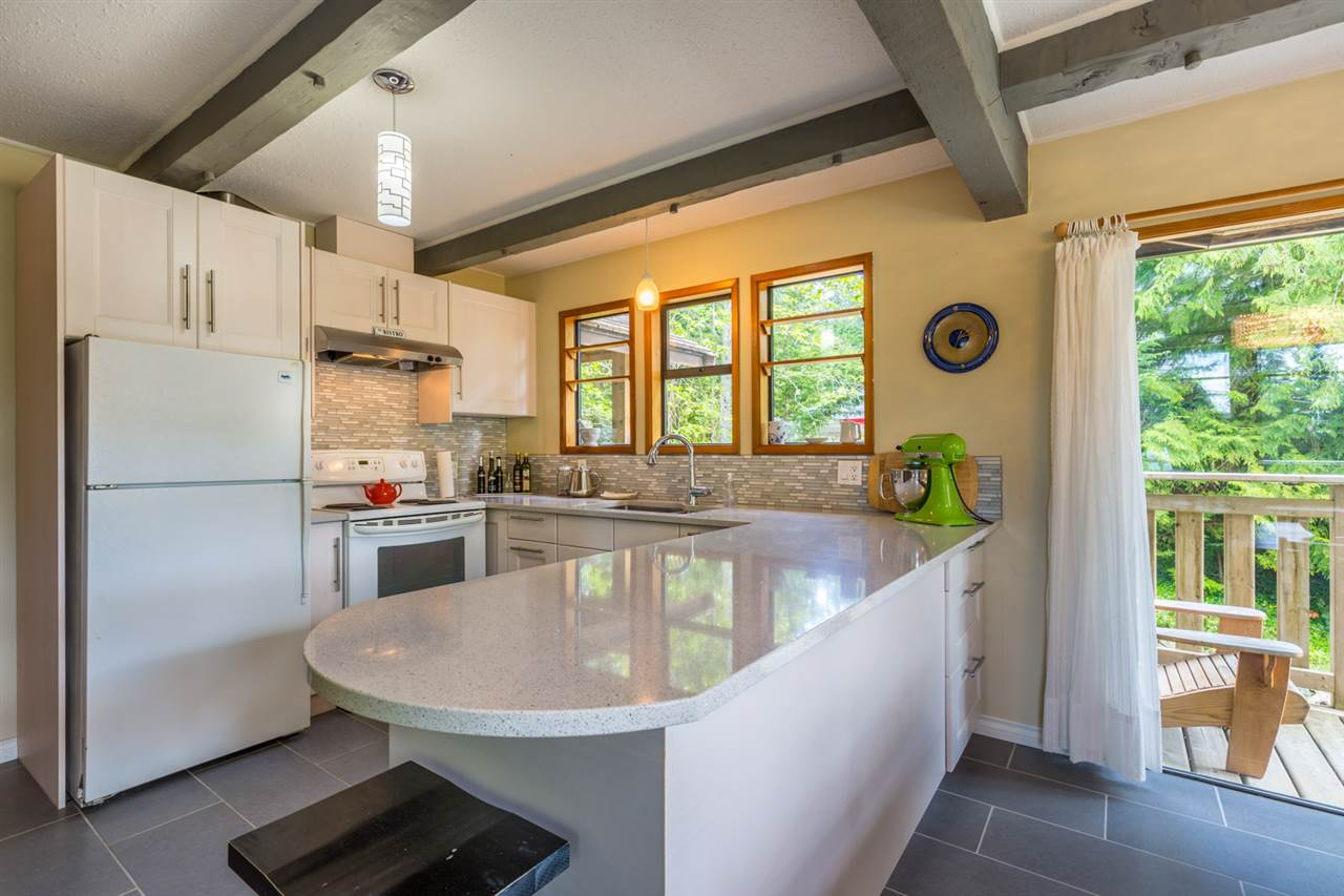 Photo 5: Photos: 8080 SOUTHWOOD Road in Halfmoon Bay: Halfmn Bay Secret Cv Redroofs House for sale (Sunshine Coast)  : MLS®# R2166710