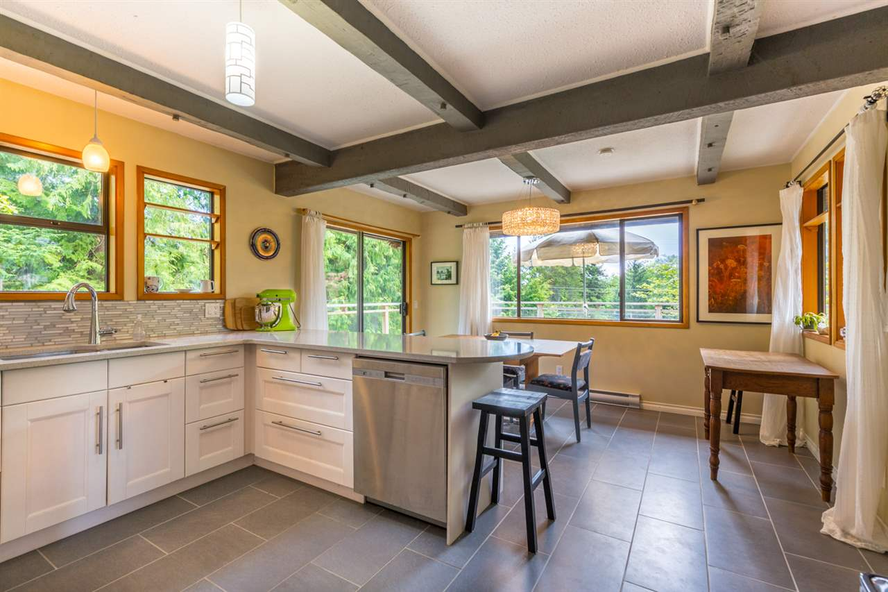Photo 4: Photos: 8080 SOUTHWOOD Road in Halfmoon Bay: Halfmn Bay Secret Cv Redroofs House for sale (Sunshine Coast)  : MLS®# R2166710