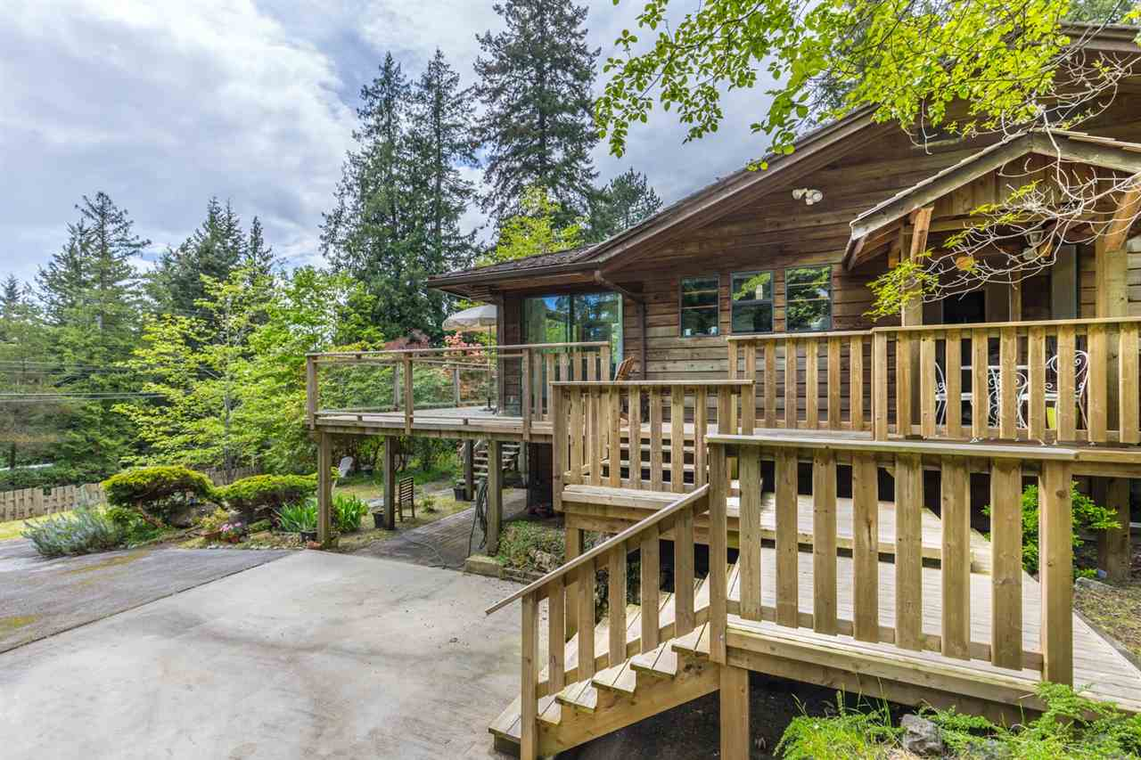 Main Photo: 8080 SOUTHWOOD Road in Halfmoon Bay: Halfmn Bay Secret Cv Redroofs House for sale (Sunshine Coast)  : MLS®# R2166710