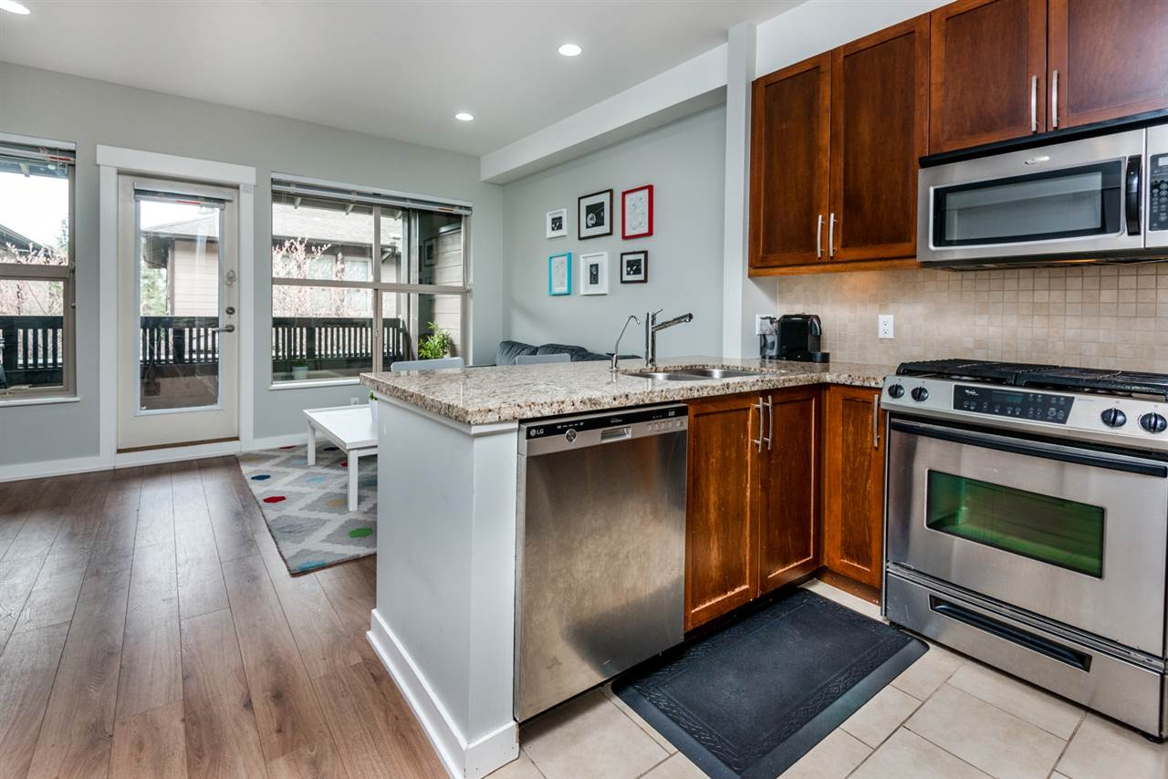 "Main Photo: 6 308 E 14TH Street in North Vancouver: Central Lonsdale Townhouse for sale in ""Avondale"" : MLS® # R2170268"