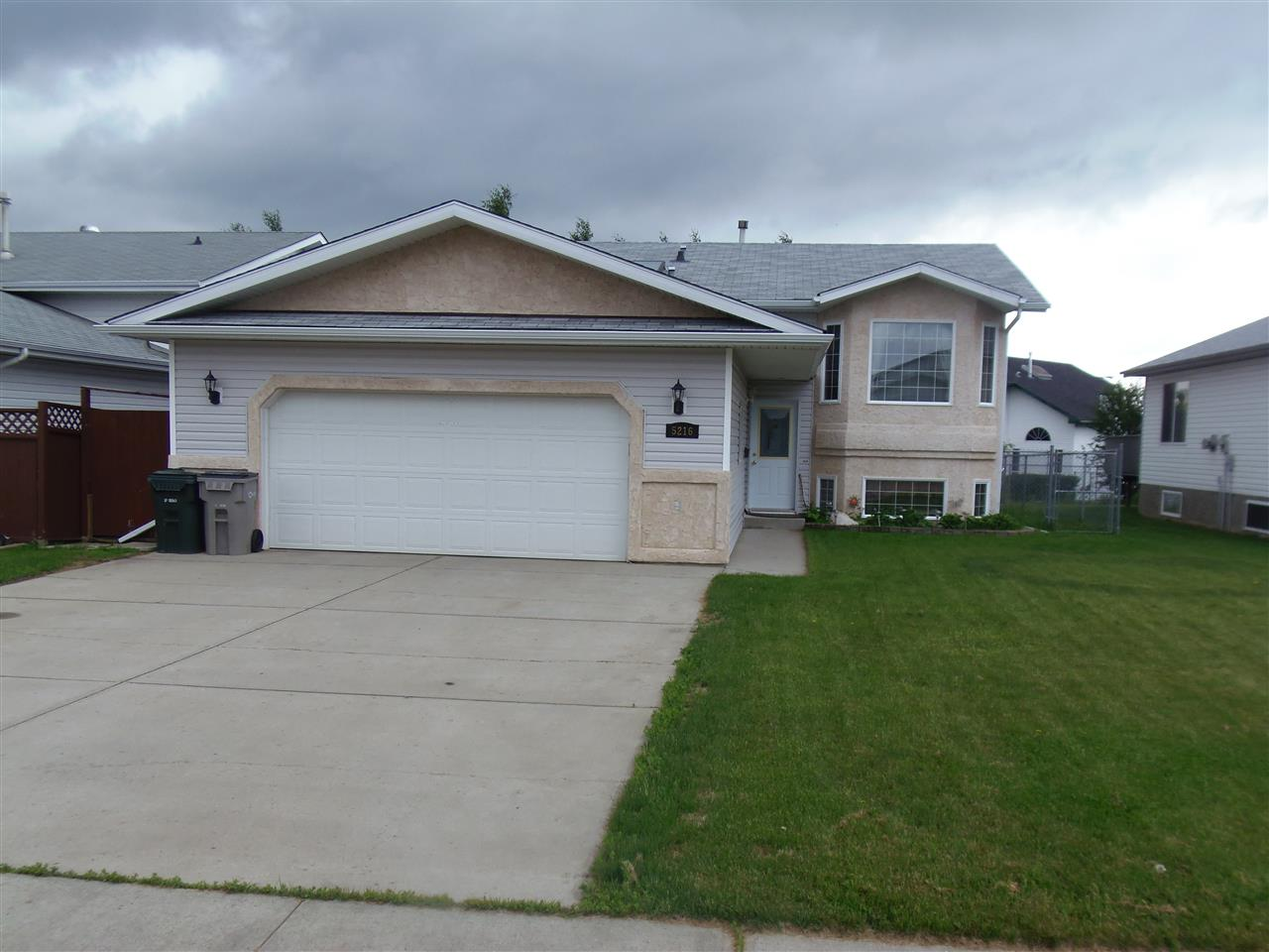 Main Photo: 5216 57 Avenue: Stony Plain House for sale : MLS® # E4069146
