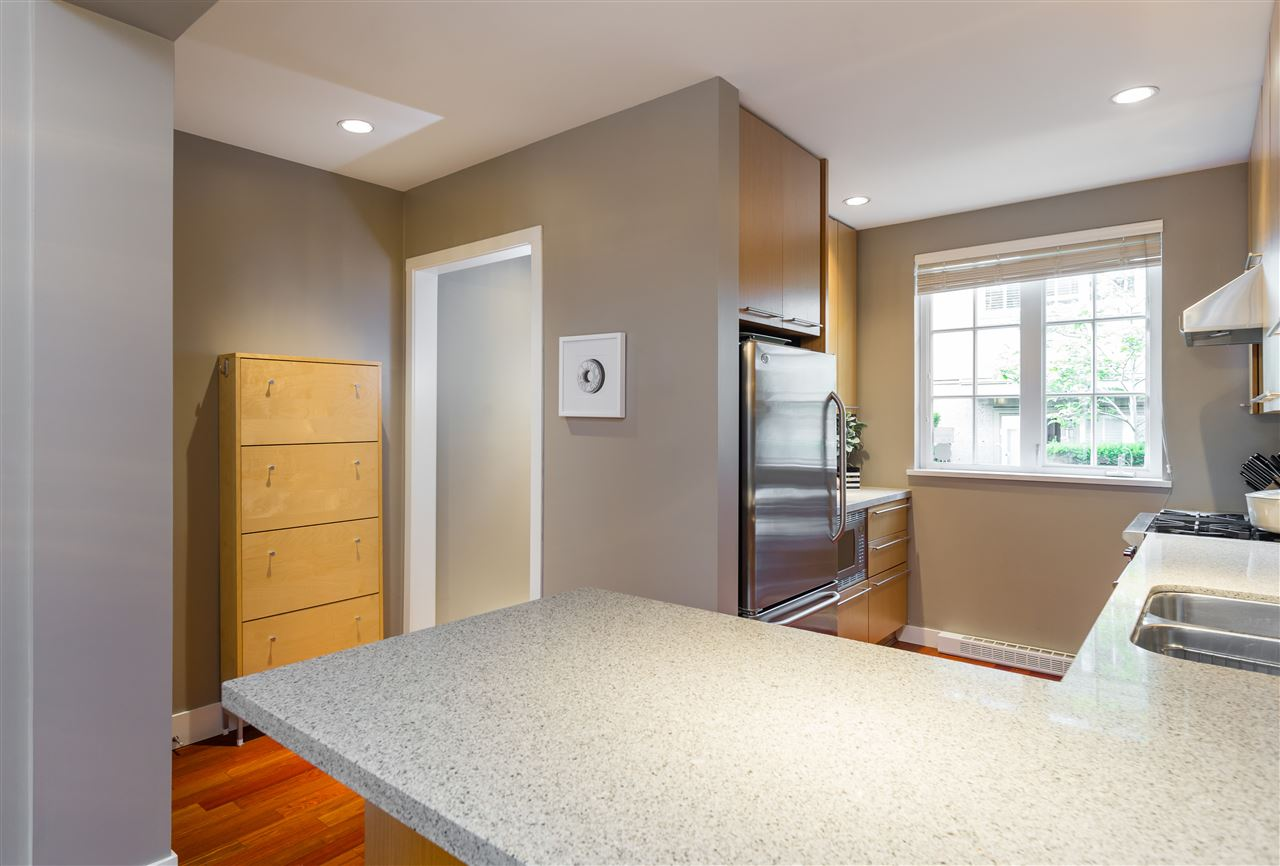 "Photo 7: 2943 LAUREL Street in Vancouver: Fairview VW Townhouse for sale in ""BROWNSTONES"" (Vancouver West)  : MLS® # R2179733"
