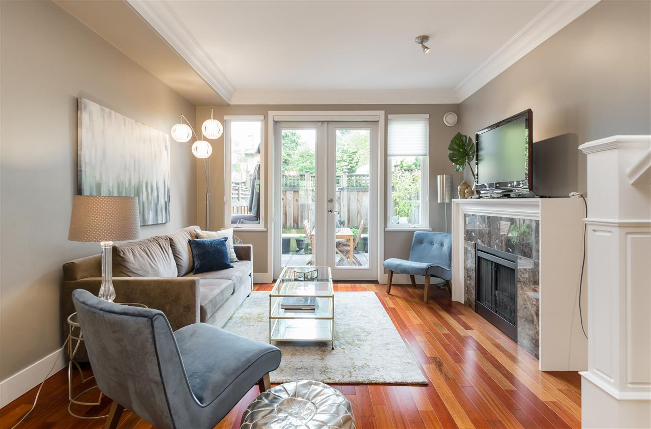 "Photo 4: 2943 LAUREL Street in Vancouver: Fairview VW Townhouse for sale in ""BROWNSTONES"" (Vancouver West)  : MLS® # R2179733"