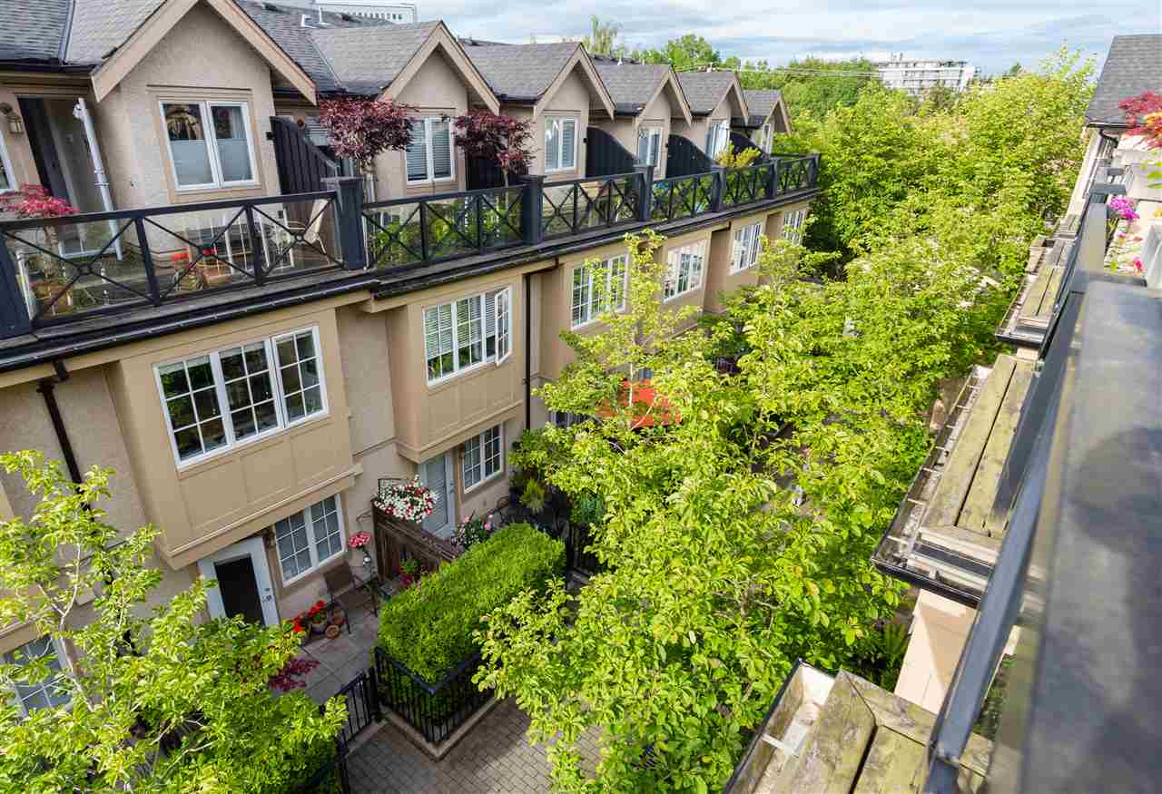 "Photo 15: 2943 LAUREL Street in Vancouver: Fairview VW Townhouse for sale in ""BROWNSTONES"" (Vancouver West)  : MLS® # R2179733"