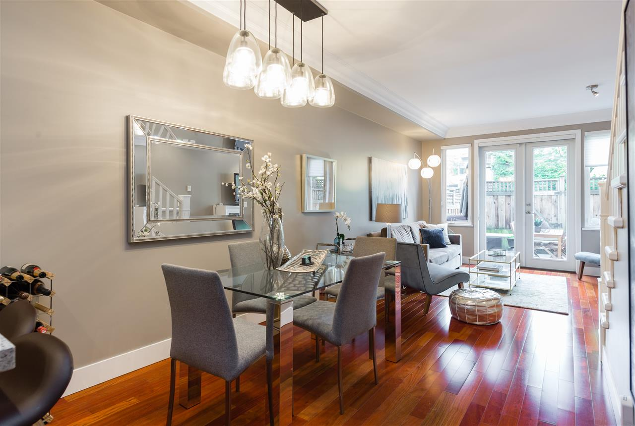 "Photo 2: 2943 LAUREL Street in Vancouver: Fairview VW Townhouse for sale in ""BROWNSTONES"" (Vancouver West)  : MLS® # R2179733"