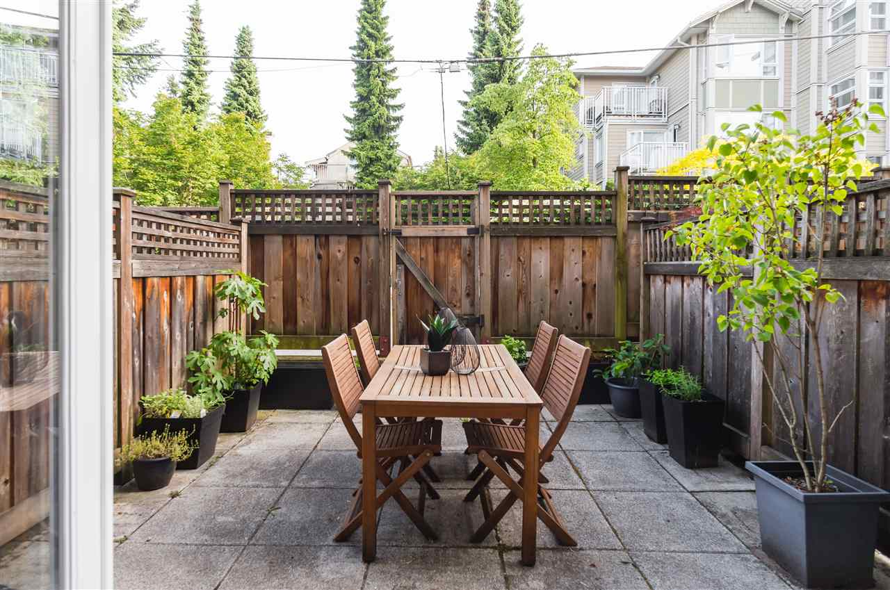 "Photo 17: 2943 LAUREL Street in Vancouver: Fairview VW Townhouse for sale in ""BROWNSTONES"" (Vancouver West)  : MLS® # R2179733"