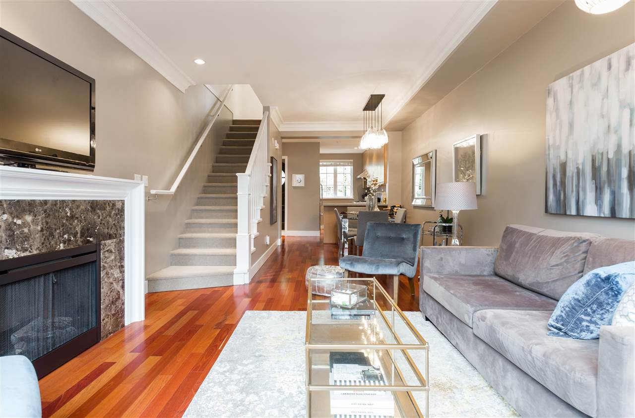 "Photo 3: 2943 LAUREL Street in Vancouver: Fairview VW Townhouse for sale in ""BROWNSTONES"" (Vancouver West)  : MLS® # R2179733"