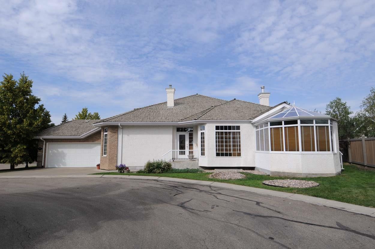 Main Photo: 8 Butterworth Point NW in Edmonton: Zone 14 House Half Duplex for sale : MLS® # E4070142