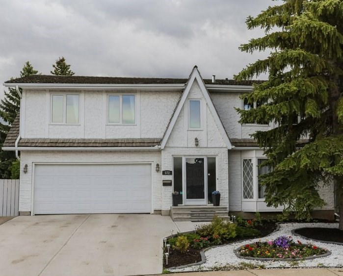 Main Photo: 572 WAHSTAO Road in Edmonton: Zone 22 House for sale : MLS® # E4071254