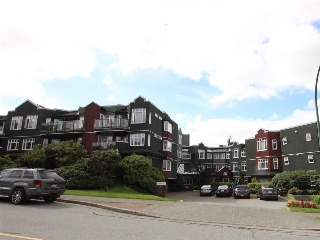 "Main Photo: 215 121 W 29TH Street in North Vancouver: Upper Lonsdale Condo for sale in ""Sommerset Green"" : MLS(r) # R2187244"