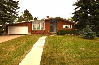 Main Photo: 8607 BUENA VISTA Road in Edmonton: Zone 10 House for sale : MLS® # E4080397