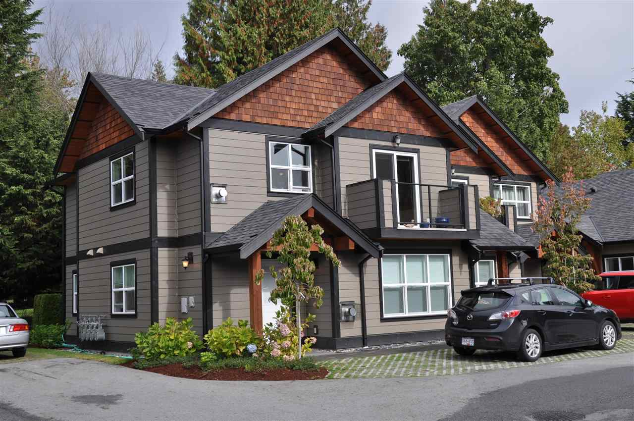 "Main Photo: 208 518 SHAW Road in Gibsons: Gibsons & Area Condo for sale in ""CEDAR GARDENS"" (Sunshine Coast)  : MLS® # R2213774"