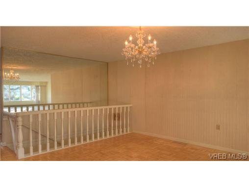 Photo 4: 2130 Granite Street in VICTORIA: OB South Oak Bay Townhouse for sale (Oak Bay)  : MLS® # 330828
