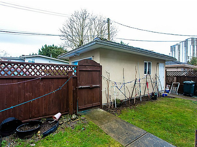 Photo 16: 5314 PATTERSON Avenue in Burnaby: Central Park BS House 1/2 Duplex for sale (Burnaby South)  : MLS(r) # V1041549