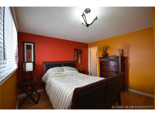 Photo 8: 28 HALIBURTON Crescent in Red Deer: RR Highland Green Residential for sale : MLS® # CA0053277