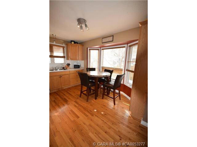 Photo 3: 28 HALIBURTON Crescent in Red Deer: RR Highland Green Residential for sale : MLS® # CA0053277