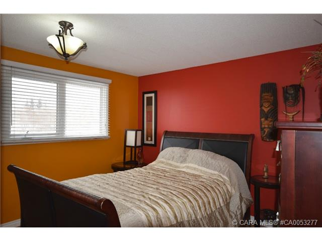 Photo 9: 28 HALIBURTON Crescent in Red Deer: RR Highland Green Residential for sale : MLS® # CA0053277
