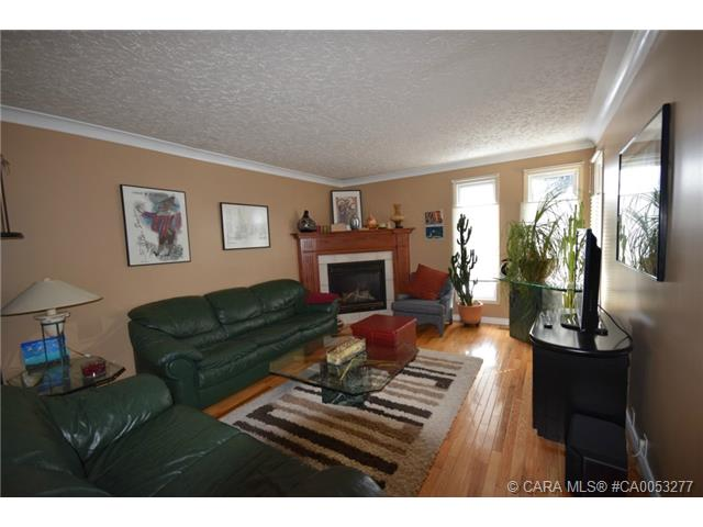 Photo 5: 28 HALIBURTON Crescent in Red Deer: RR Highland Green Residential for sale : MLS® # CA0053277