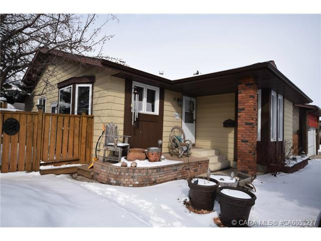 Main Photo: 28 HALIBURTON Crescent in Red Deer: RR Highland Green Residential for sale : MLS® # CA0053277
