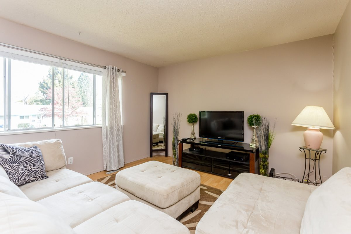 Photo 2: 20218 52 Avenue in Langley: Langley City House for sale : MLS(r) # R2053424