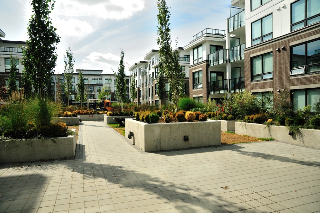 "Photo 14: 227 9388 ODLIN Road in Richmond: West Cambie Condo for sale in ""OMEGA"" : MLS(r) # R2003595"