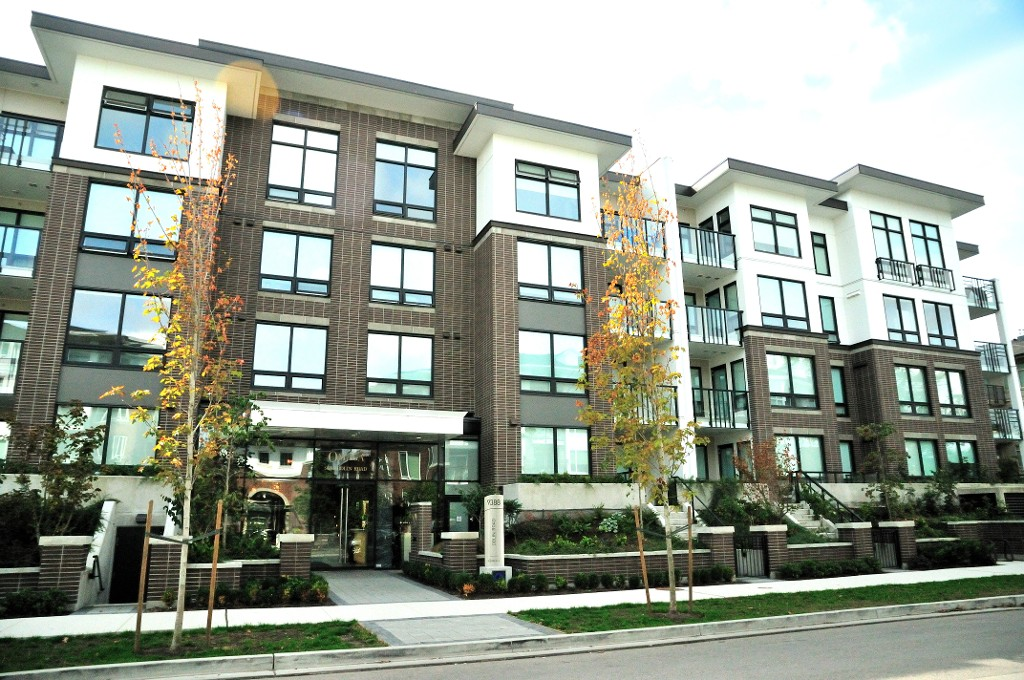 "Main Photo: 227 9388 ODLIN Road in Richmond: West Cambie Condo for sale in ""OMEGA"" : MLS(r) # R2003595"
