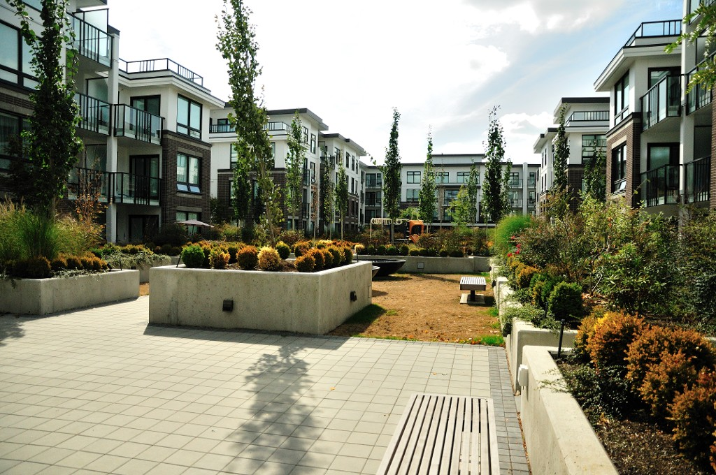 "Photo 15: 227 9388 ODLIN Road in Richmond: West Cambie Condo for sale in ""OMEGA"" : MLS(r) # R2003595"