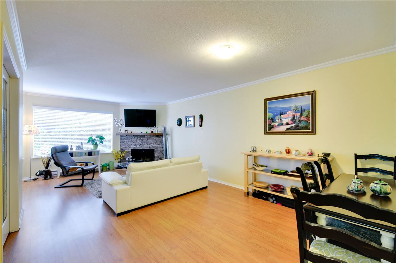 "Photo 7: 203 1225 MERKLIN Street: White Rock Condo for sale in ""Englesea II"" (South Surrey White Rock)  : MLS(r) # R2082075"