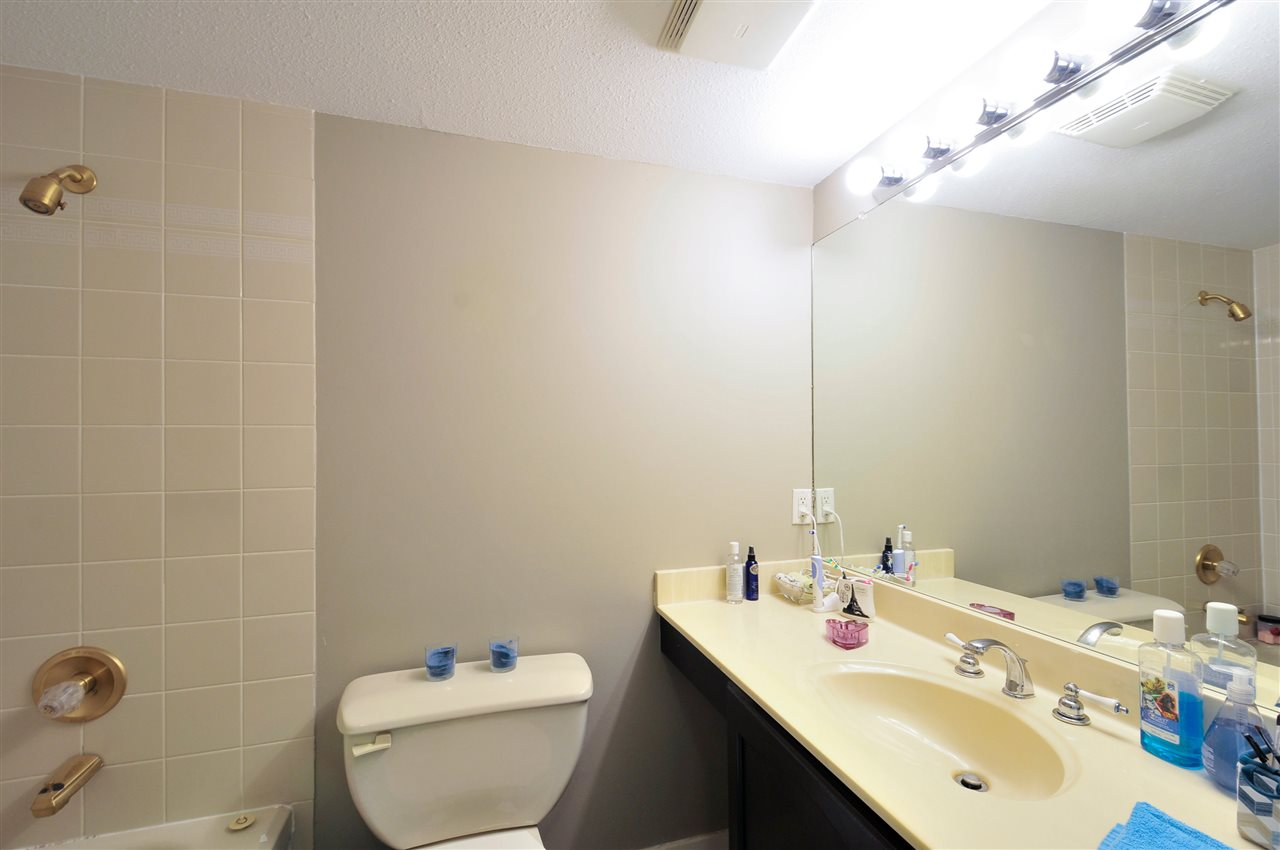 "Photo 16: 203 1225 MERKLIN Street: White Rock Condo for sale in ""Englesea II"" (South Surrey White Rock)  : MLS(r) # R2082075"