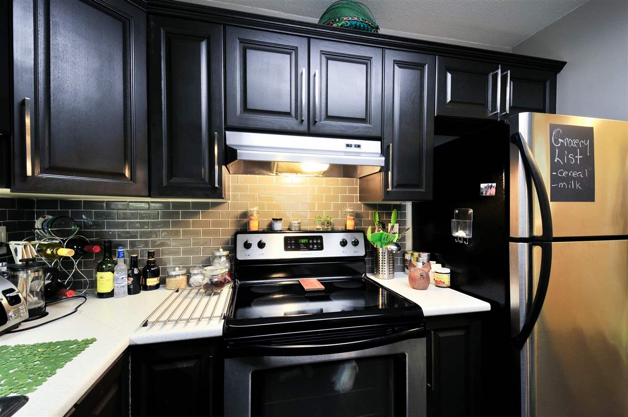 "Photo 5: 203 1225 MERKLIN Street: White Rock Condo for sale in ""Englesea II"" (South Surrey White Rock)  : MLS(r) # R2082075"