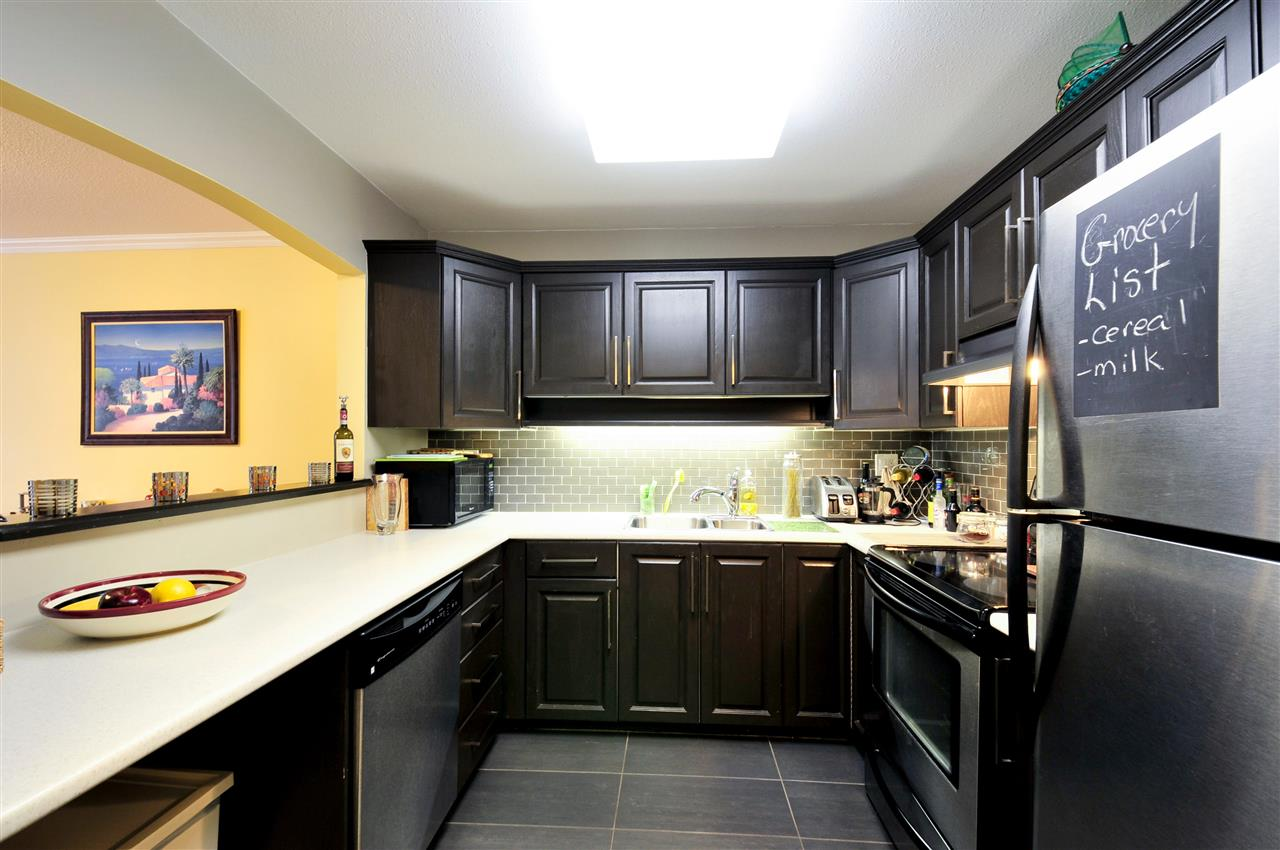 "Photo 3: 203 1225 MERKLIN Street: White Rock Condo for sale in ""Englesea II"" (South Surrey White Rock)  : MLS(r) # R2082075"