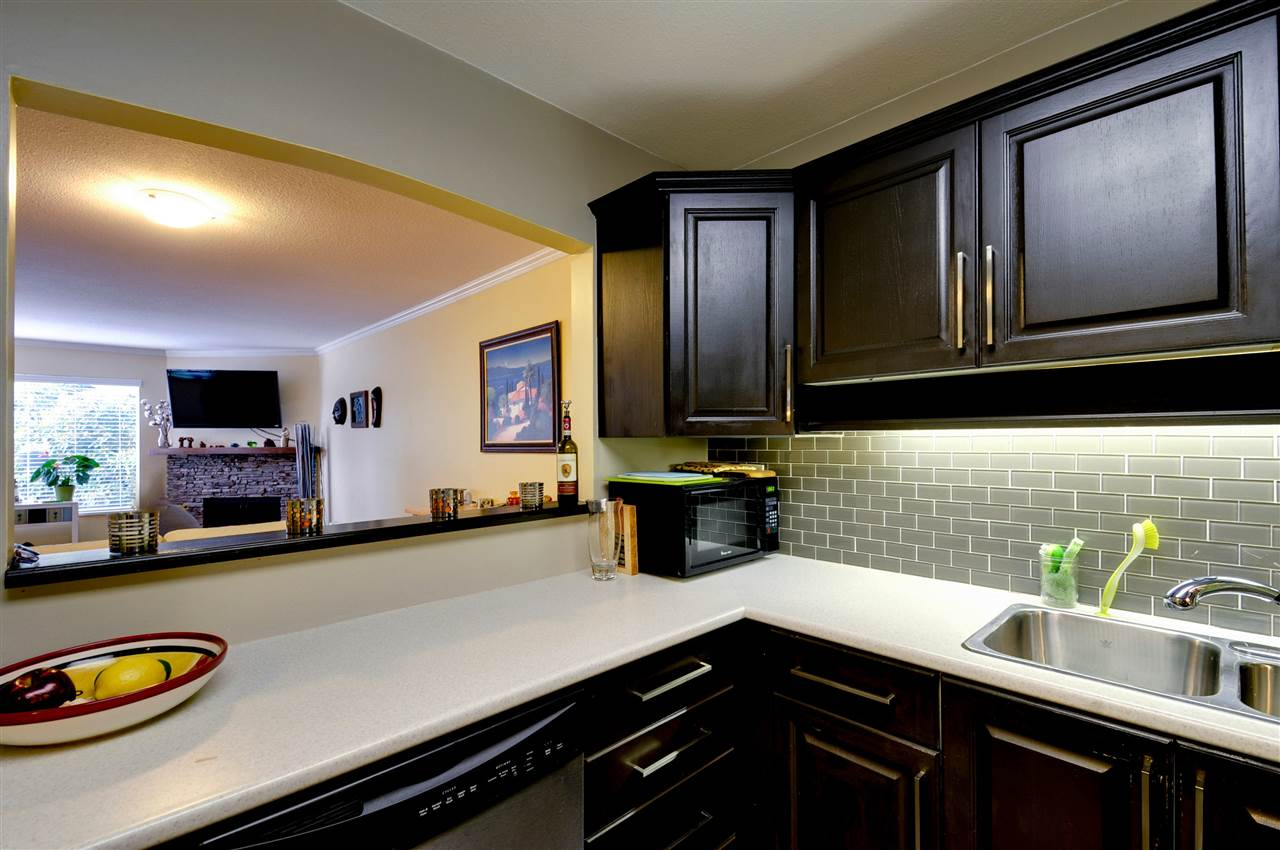 "Photo 6: 203 1225 MERKLIN Street: White Rock Condo for sale in ""Englesea II"" (South Surrey White Rock)  : MLS(r) # R2082075"