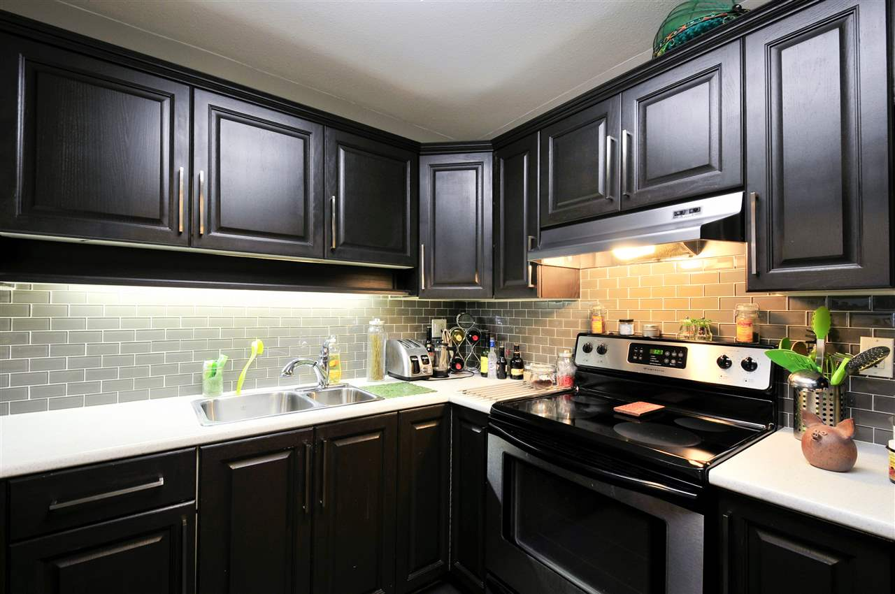 "Photo 4: 203 1225 MERKLIN Street: White Rock Condo for sale in ""Englesea II"" (South Surrey White Rock)  : MLS(r) # R2082075"