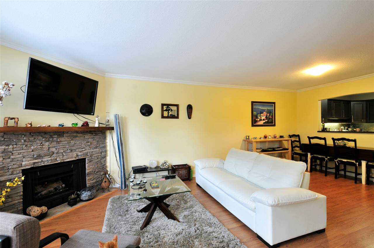 "Photo 10: 203 1225 MERKLIN Street: White Rock Condo for sale in ""Englesea II"" (South Surrey White Rock)  : MLS(r) # R2082075"