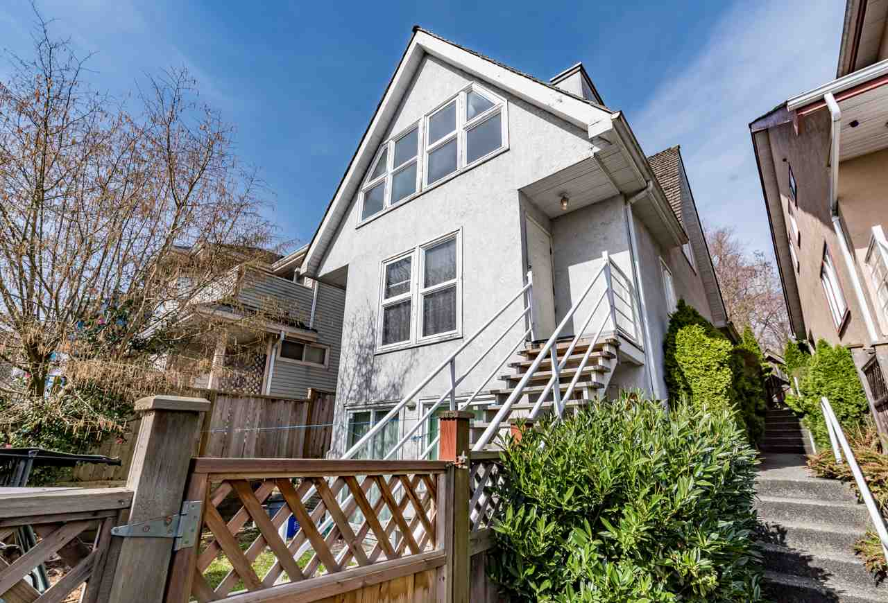 Main Photo: 2580 SE MARINE Drive in Vancouver: Fraserview VE House for sale (Vancouver East)  : MLS(r) # R2146845