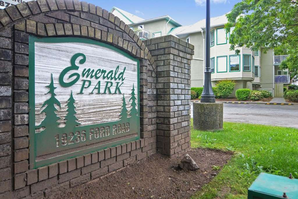 "Main Photo: 216 19236 FORD Road in Pitt Meadows: Central Meadows Condo for sale in ""EMERALD PARK"" : MLS(r) # R2177707"