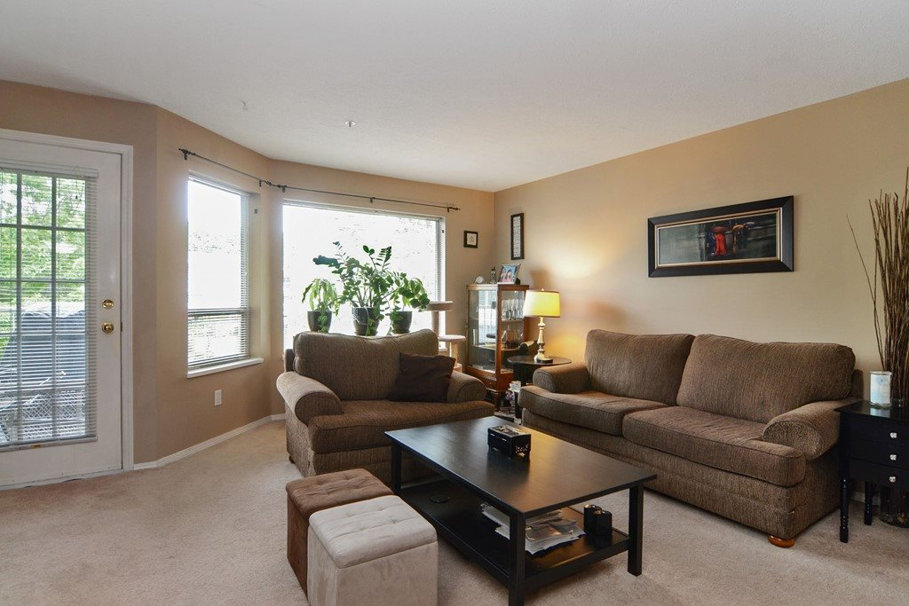 "Photo 5: 216 19236 FORD Road in Pitt Meadows: Central Meadows Condo for sale in ""EMERALD PARK"" : MLS(r) # R2177707"