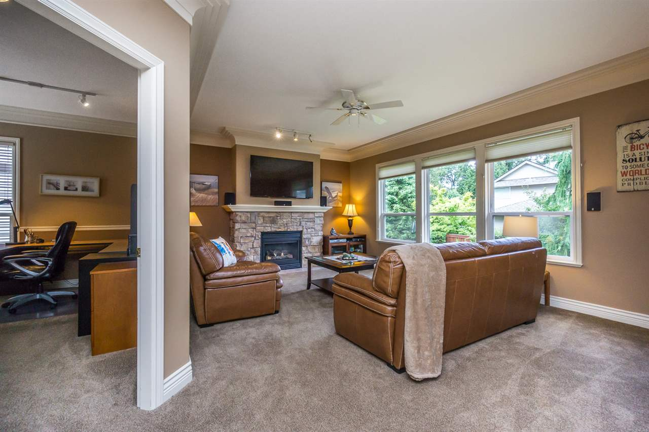 "Photo 10: 21013 85A Avenue in Langley: Walnut Grove House for sale in ""Manor Park"" : MLS® # R2179861"