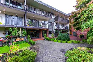 "Main Photo: 206 155 E 5TH Street in North Vancouver: Lower Lonsdale Condo for sale in ""Winchester Estates"" : MLS®# R2215046"