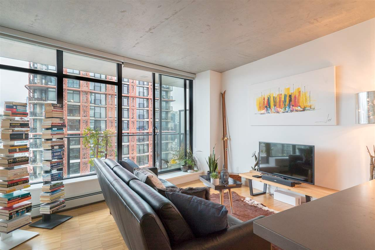 "Main Photo: 2606 108 W CORDOVA Street in Vancouver: Downtown VW Condo for sale in ""WOODWARDS"" (Vancouver West)  : MLS® # R2237900"