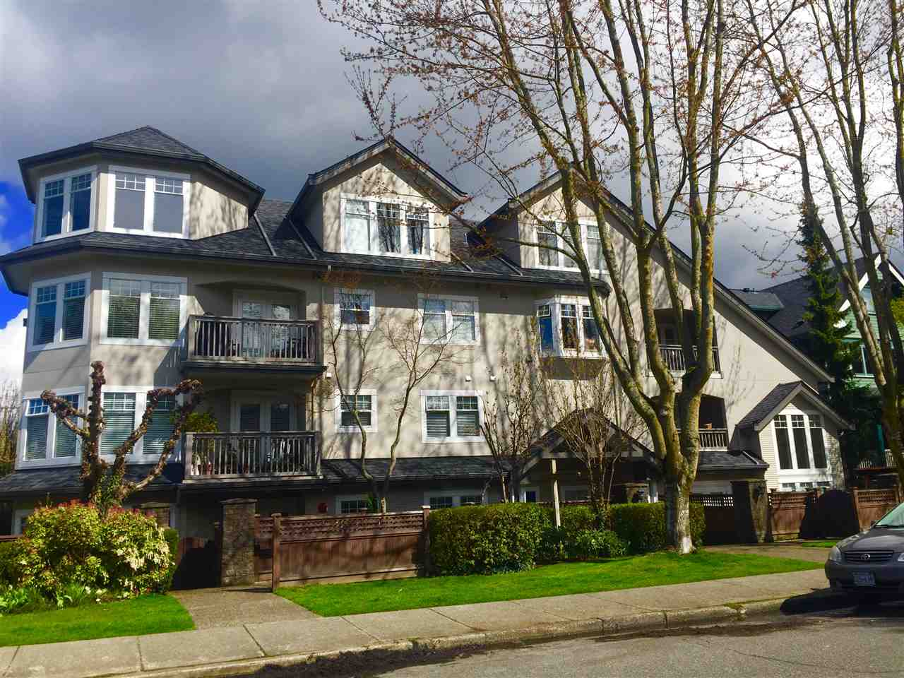 "Main Photo: 104 1989 W 1ST Avenue in Vancouver: Kitsilano Condo for sale in ""Maple Court"" (Vancouver West)  : MLS®# R2257616"