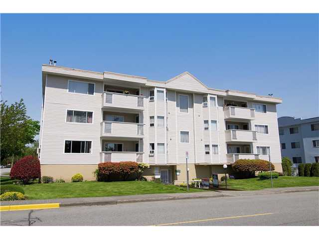 "Main Photo: 304 22213 SELKIRK Avenue in Maple Ridge: West Central Condo for sale in ""CAMBRIDGE HOUSE"" : MLS® # V889874"