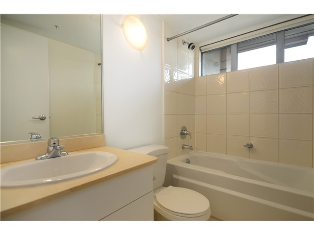 "Photo 9: 2204 1238 RICHARDS Street in Vancouver: Yaletown Condo for sale in ""METROPOLIS"" (Vancouver West)  : MLS(r) # V1037264"