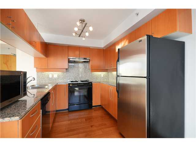 "Photo 2: 2204 1238 RICHARDS Street in Vancouver: Yaletown Condo for sale in ""METROPOLIS"" (Vancouver West)  : MLS(r) # V1037264"