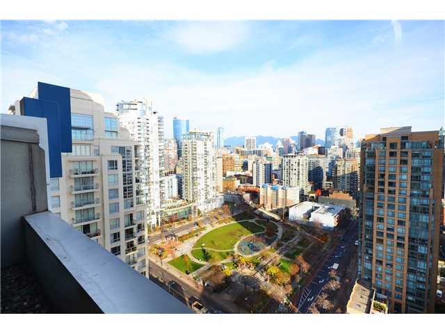 "Photo 12: 2204 1238 RICHARDS Street in Vancouver: Yaletown Condo for sale in ""METROPOLIS"" (Vancouver West)  : MLS(r) # V1037264"