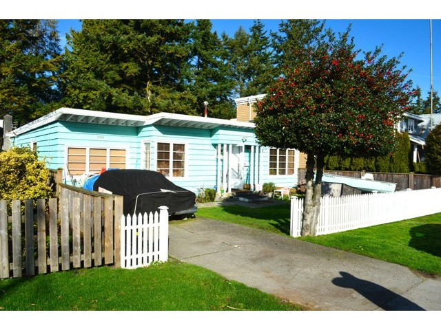 "Photo 2: 2991 MCBRIDE Avenue in Surrey: Crescent Bch Ocean Pk. House for sale in ""CRESCENT BEACH"" (South Surrey White Rock)  : MLS® # F1433587"