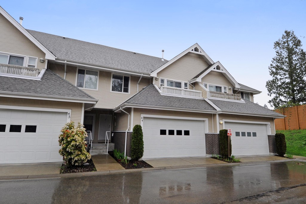 "Main Photo: 44 13918 58TH Avenue in Surrey: Panorama Ridge Townhouse for sale in ""ALDER PARK"" : MLS® # F1436433"
