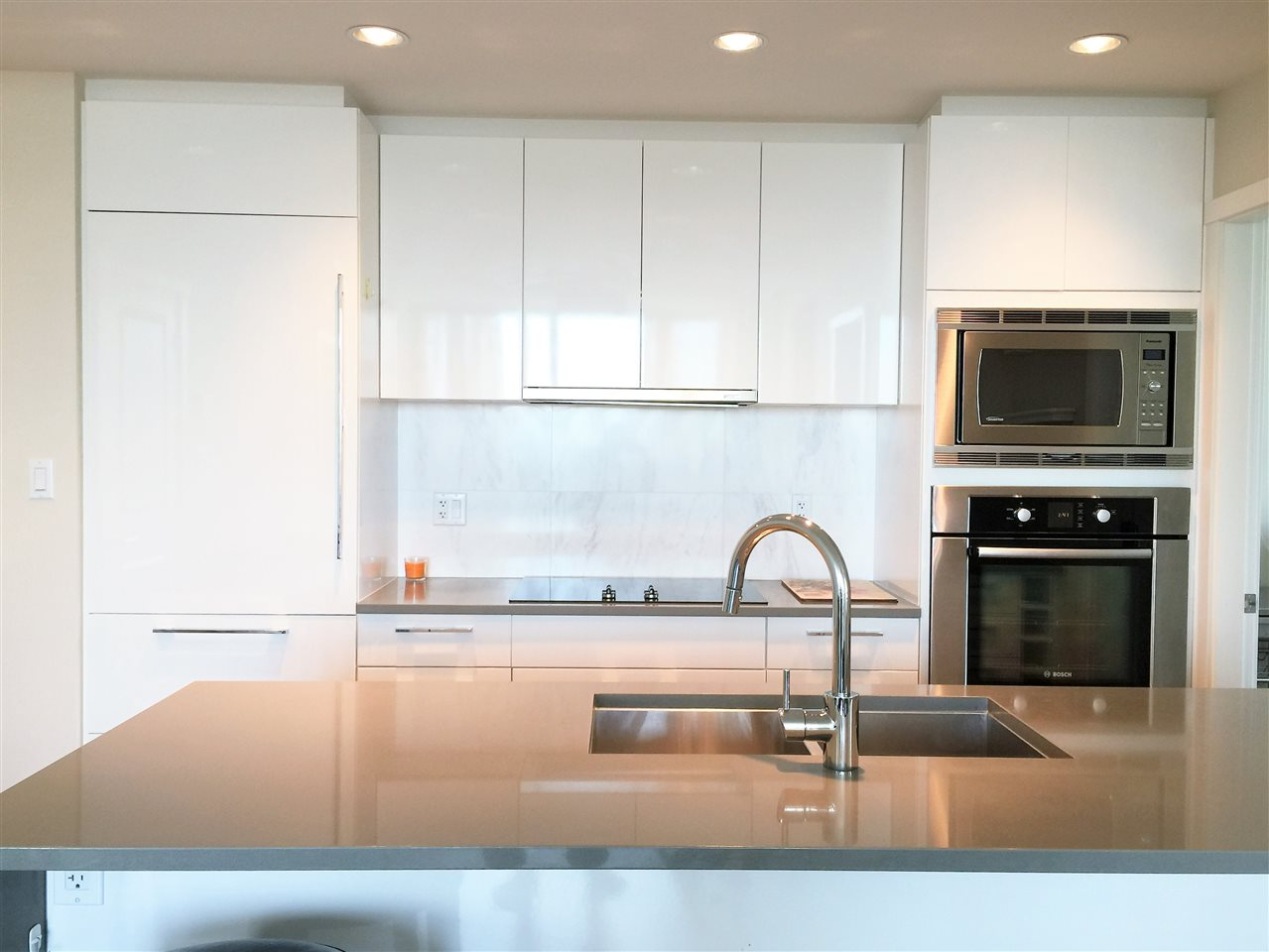 Photo 5: 1802 5728 BERTON Avenue in Vancouver: University VW Condo for sale (Vancouver West)  : MLS® # R2049668