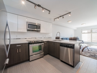 "Main Photo: 401 2408 E BROADWAY in Vancouver: Renfrew VE Condo for sale in ""BROADWAY CROSSING"" (Vancouver East)  : MLS(r) # R2102626"